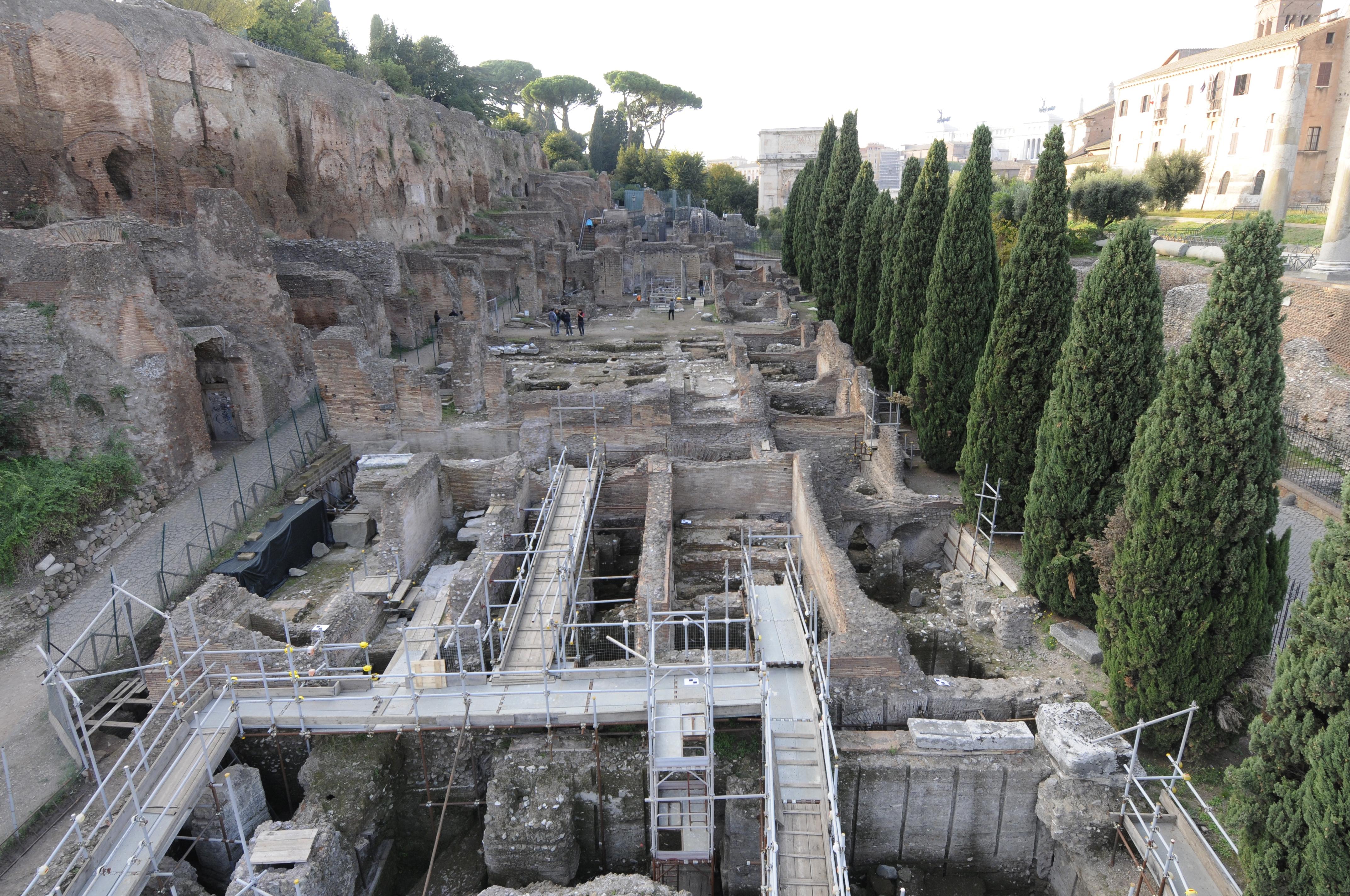 Il sito roma valle del colosseo palatino nord orientale for Casa del cantiere